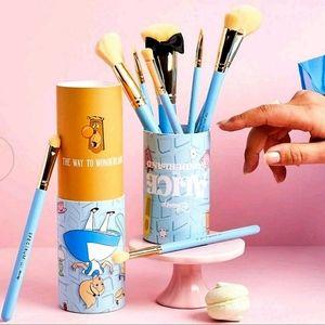 Alice in Wonderland 10 Piece Brush Set
